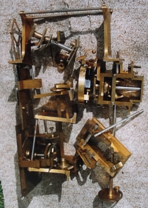 Unmounted parts of the geared harmonograph. Image copyright if Ray Henville