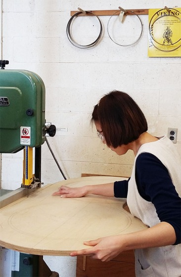 Ju Hyun cuts the curves on a band saw